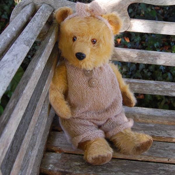Little 1940/50 Chiltern Hugmee teddy bear with the most adorable expression!