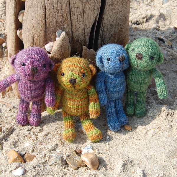 So cute! Auskerry North Ronaldsay hand dyed wool pocket size teddy bears