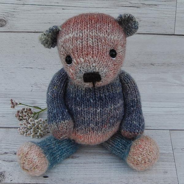 Sweet Little Cirrus, named after the cloud type, is knitted from our hand dyed wool