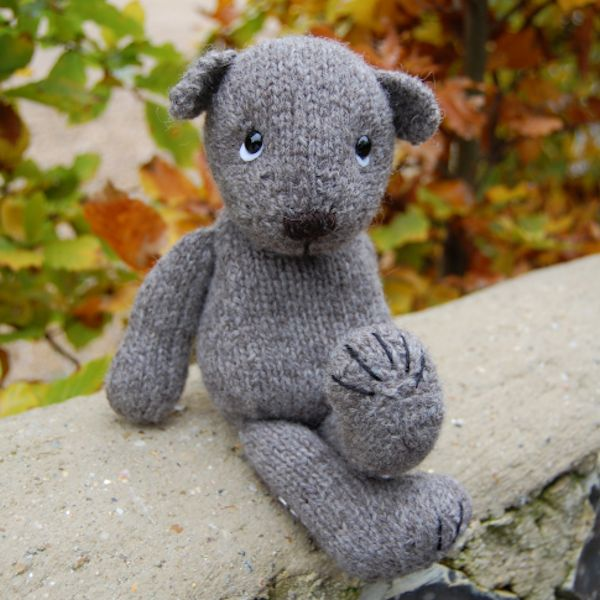 hand-knitted-jacob-teddy-bear-with-claws