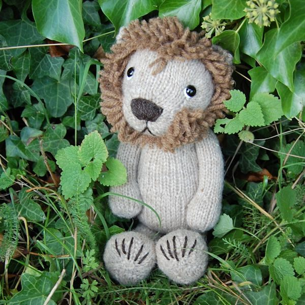 Lion - hand knitted from pure Shetland hand spun wool
