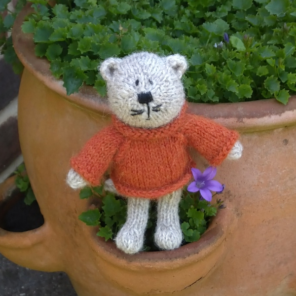 Cute Frederick cat hand knitted from pure Shetland wool
