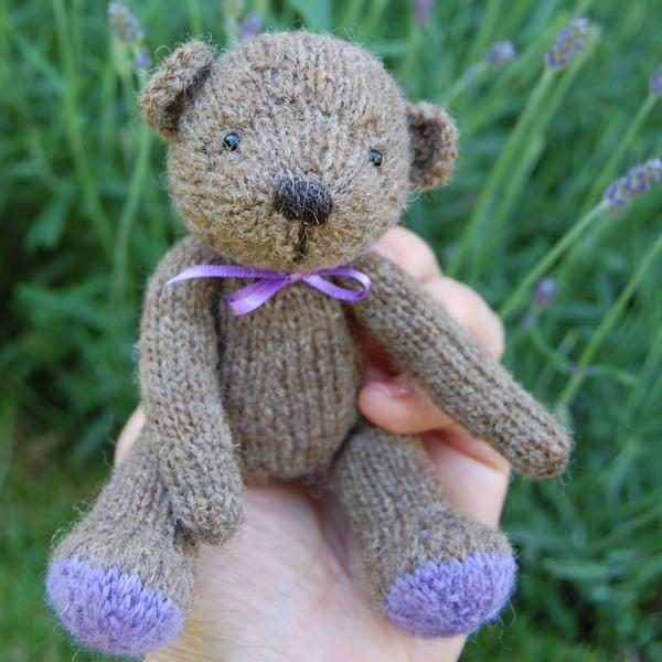 Pascal knitted in pure Shetalnd wool and filled with organic French lavender