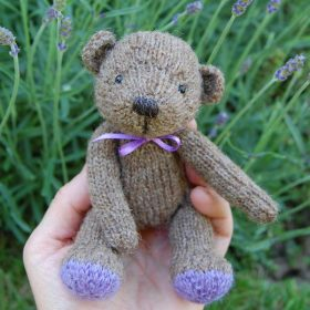 Pascal knitted in pure Shetland wool and filled with organic French lavender